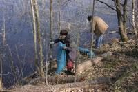 Очистка берега реки