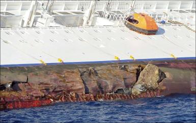 Пробоина в корпусе лайнера Costa Concordia
