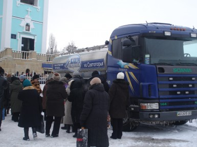 Вода из Святогорья на Крещение в Донецке