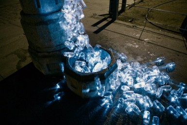 Luzinterruptus: питьевая вода течет по улицам