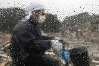 Человек в одежде защищающей от радиации, Фукусима
