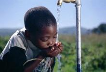 Около 780 миллионов людей на земном шаре страдают от отсутствия безопасной для питья воды