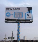 Рекламный щит вырабатывающий питьевую воду. Перу.