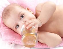 Когда ребенок может начать пить воду?v
