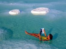 Самым соленым водоемом является Мертвое море -  в одном литре содержится 300-350 грамм соли
